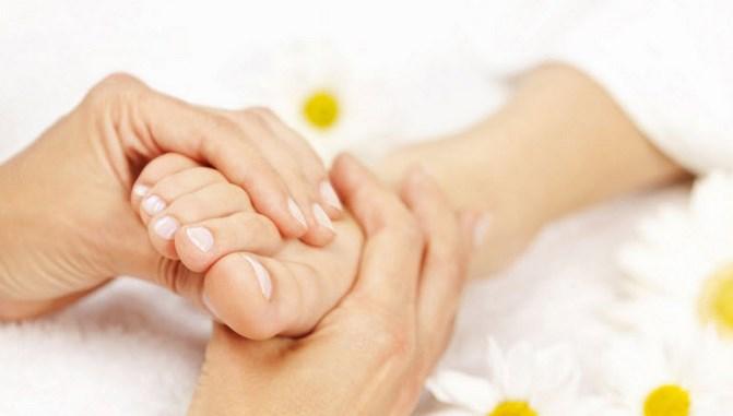 ciri ciri asam urat di kaki