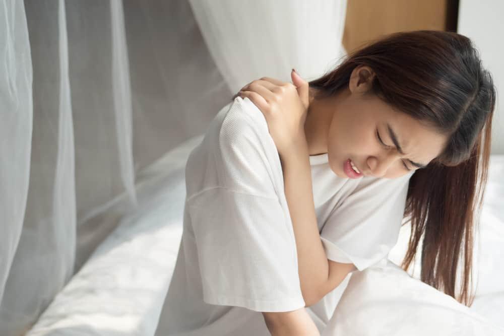 Penyebab dan Cara Mengatasi Nyeri Pada Tulang Belikat