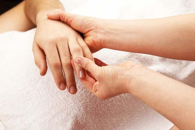 Berikut Merupakan Penyebab Jari Tangan Anda Kaku