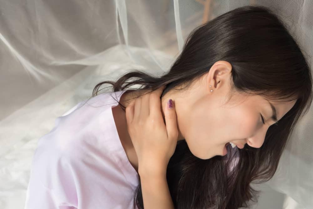 kepala terasa berat dan leher kaku