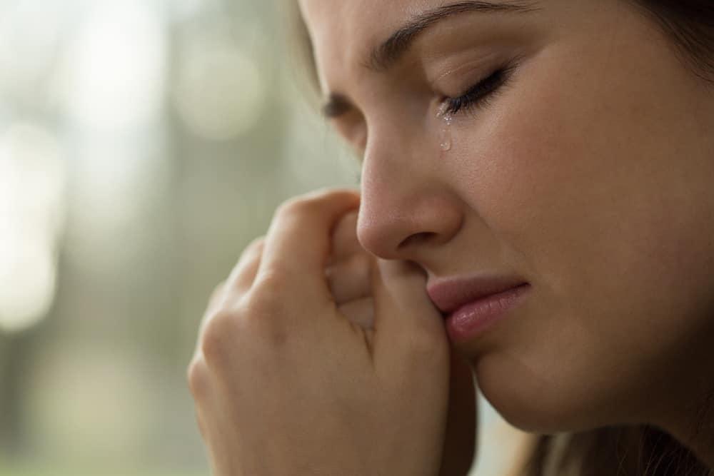 3 Manfaat Menangis Bagi Kesehatan Fisik dan Mental