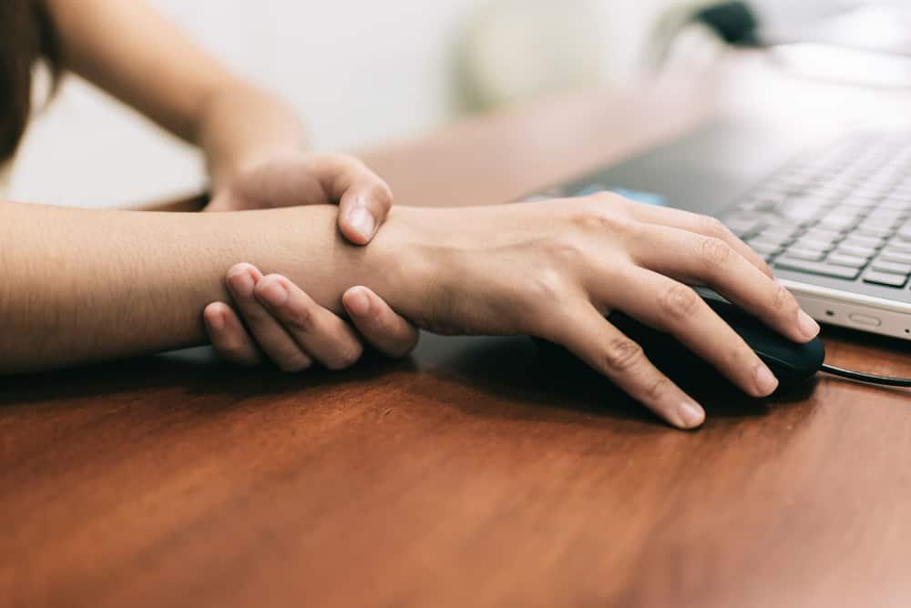 tangan sering kesemutan saat tidur